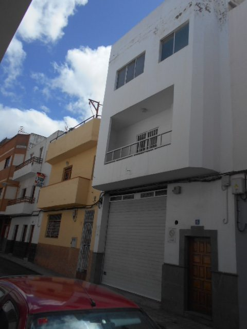 Local mas 2 viviendas. Calle Palmera.Almatriche Las Palmas de G.C.