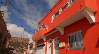Se vende Piso en casa unifamiliar , en la calle Las Cordilleras. Moya